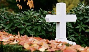 Des rites pour humaniser le deuil au temps du covid